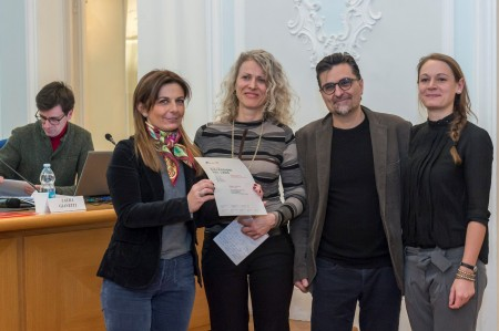 La presidente dell'Ordine  con i secondi classificati, Katia Accossato, Luigi Trentin e collaboratrice